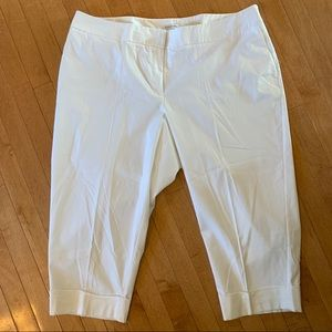 Fashion Bug Size 22 White Capris with Pockets
